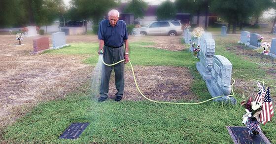 main-image-sprinkler-repair-man-grass-wife-water-sprinkler-master-repair-franchise